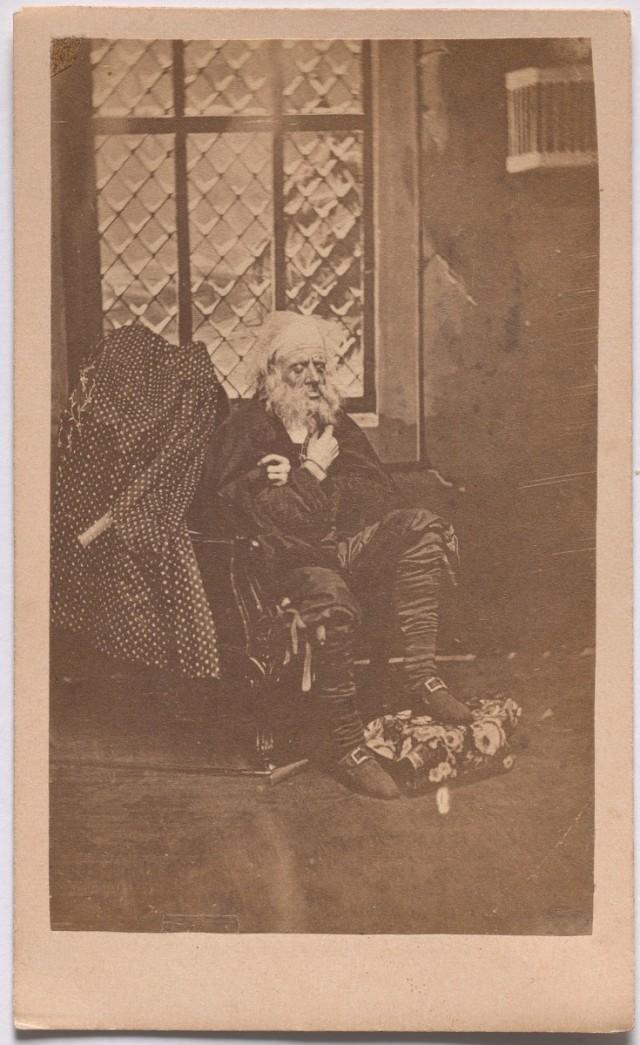 «Панталоне» из серии «Семь возрастов человека» по Шекспиру, ок. 1860. Автор студия братьев Мид