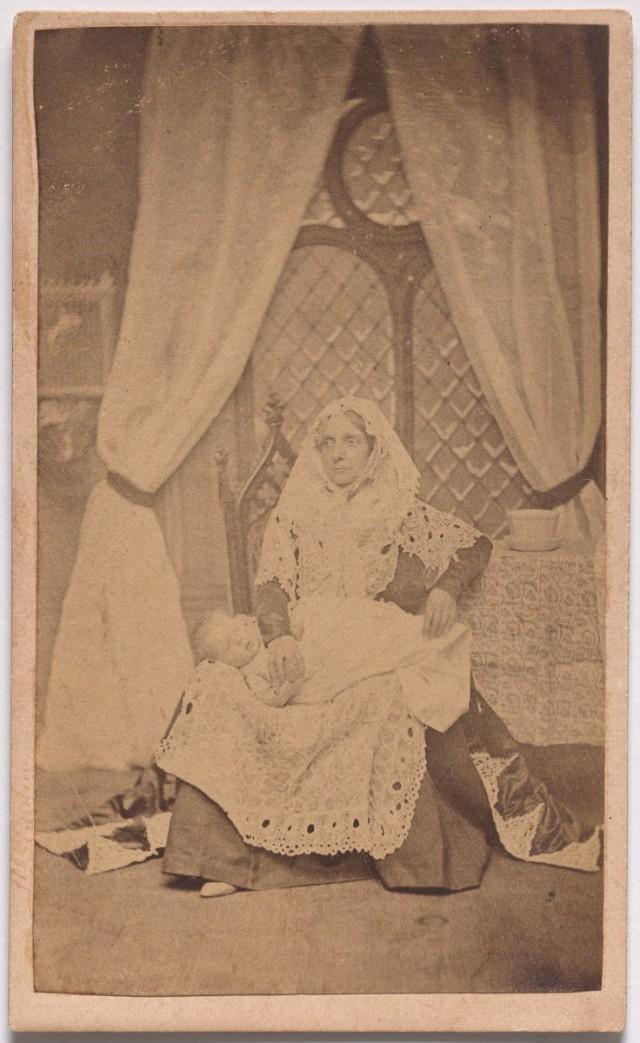 «Младенец» из серии «Семь возрастов человека» по Шекспиру, ок. 1860. Автор студия братьев Мид