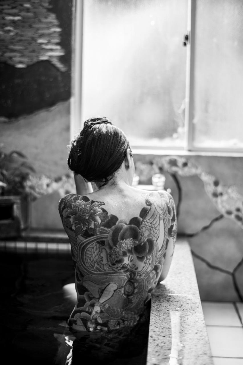 Тыл якудза в фотопроекте «Я отдаю тебе свою жизнь». Автор Хлоя Жафе (2)