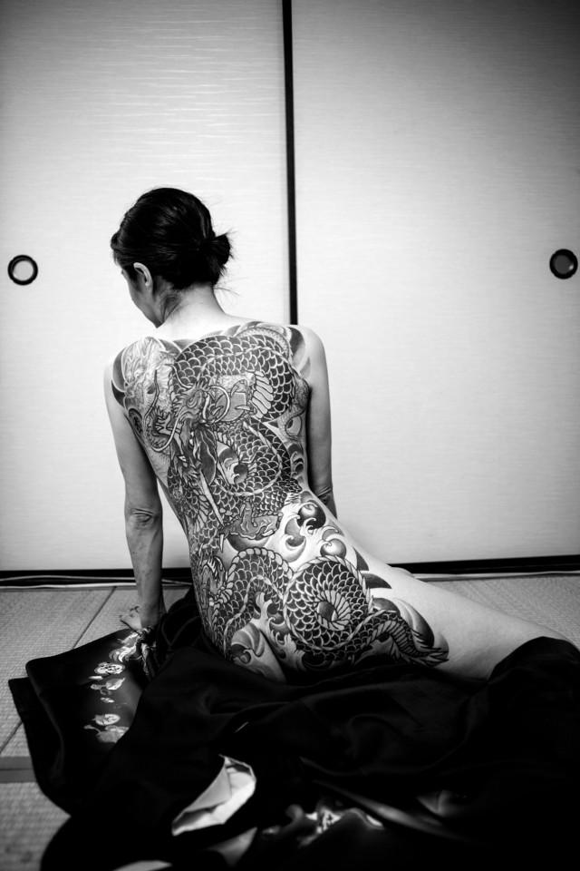Тыл якудза в фотопроекте «Я отдаю тебе свою жизнь». Автор Хлоя Жафе (5)