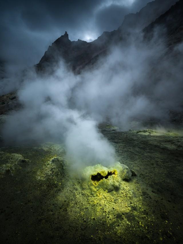 Дыхание вулкана. Мутновская сопка, Камчатка. Автор Изабелла Табаччи