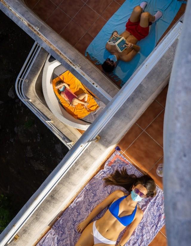 1 место в категории «Уличная фотография», 2020. «Сдержать коронавирус». Автор Сантьяго Мартинес де Септьен