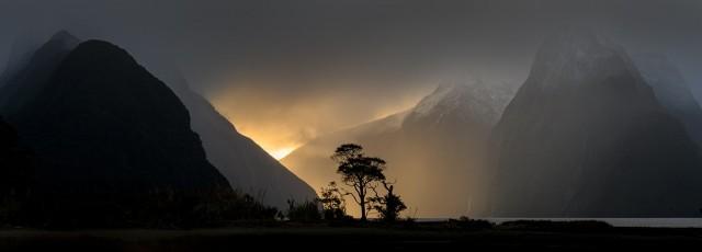 Финалист в категории «Ночная фотография», 2020. Милфорд-Саунд, Новая Зеландия. Автор Г. Б. Смит