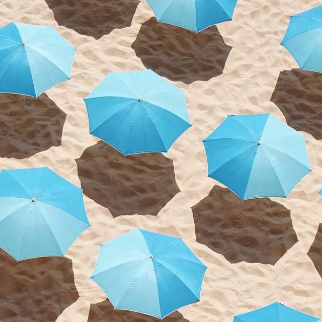 Финалист в категории «Открытая тема», 2020. Зонтики, пляж Прайя-ду-Пау, Португалия. Автор Даниэль Хайлиг