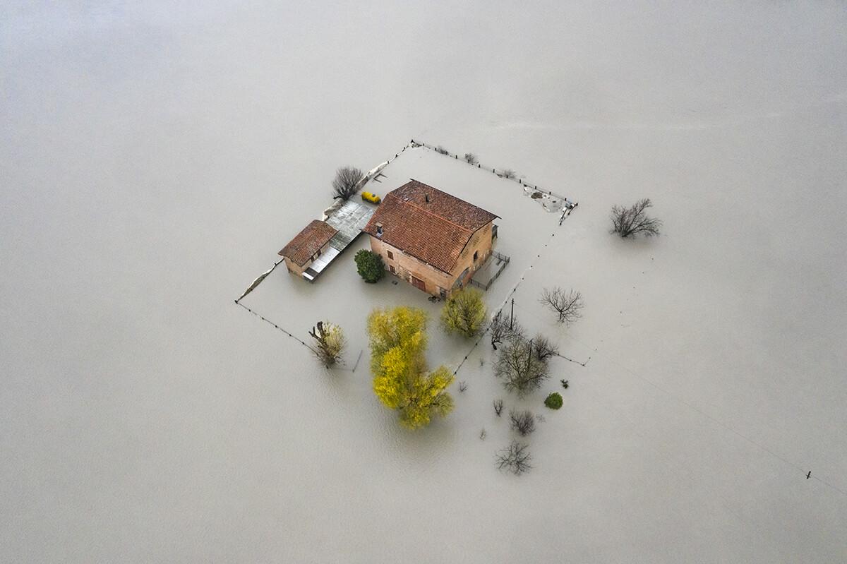 Финалист в категории «Аэрофотосъёмка», 2021. «Изменение климата». Наводнение. Автор Мишель Лапини