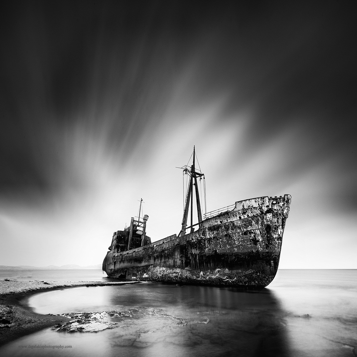 1 место в категории «Длинные выдержки», 2019. «Кораблекрушение». Автор Джордж Дигалакис
