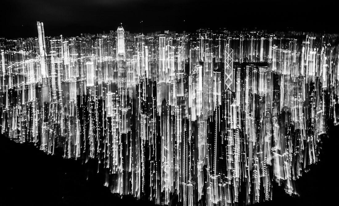 Финалист в категории «Ночная фотография», 2019. «Штрихкод мегаполиса». Неоновые огни Гонконга. Автор Алекс Юнг