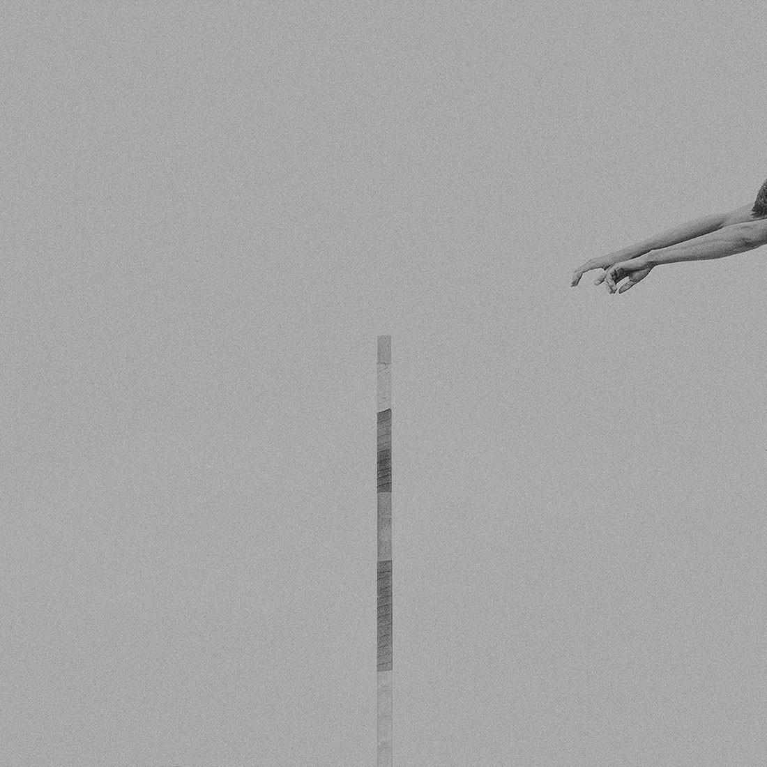 Minimalist Photographer Of The Year 2019. «Прыжок с шестом». Автор Клаус Ленцен