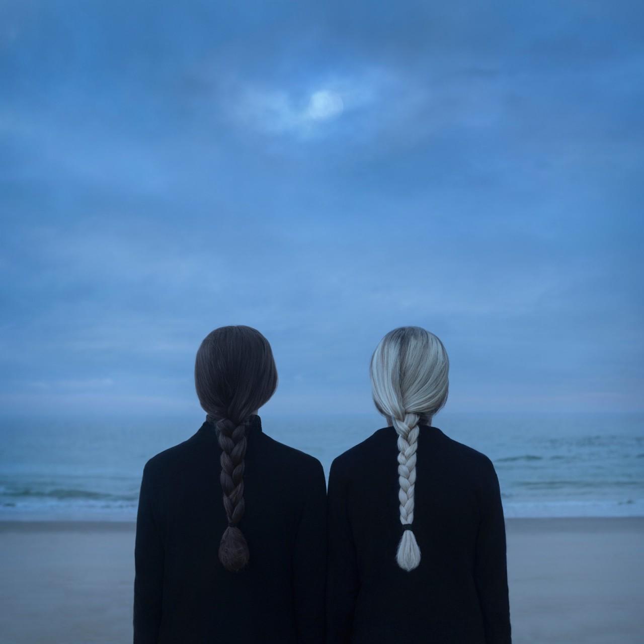 «Раскрытие в ночи». Автор Габриэль Исак