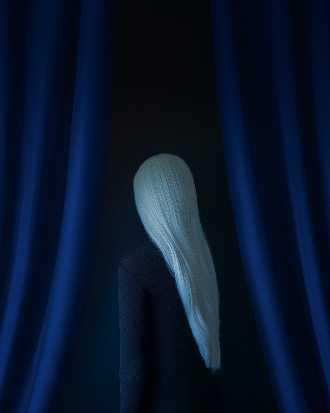 «В черноту». Автор Габриэль Исак