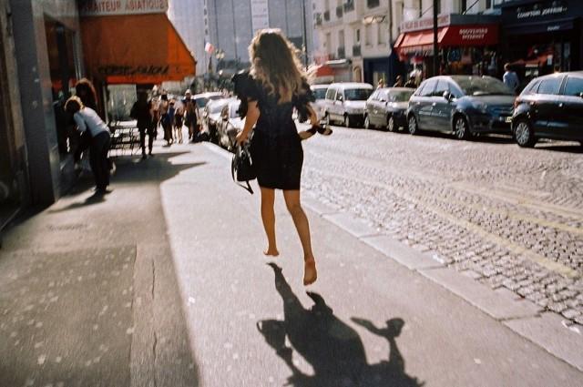 «Бегущая девушка». Автор Дэниел Арнольд