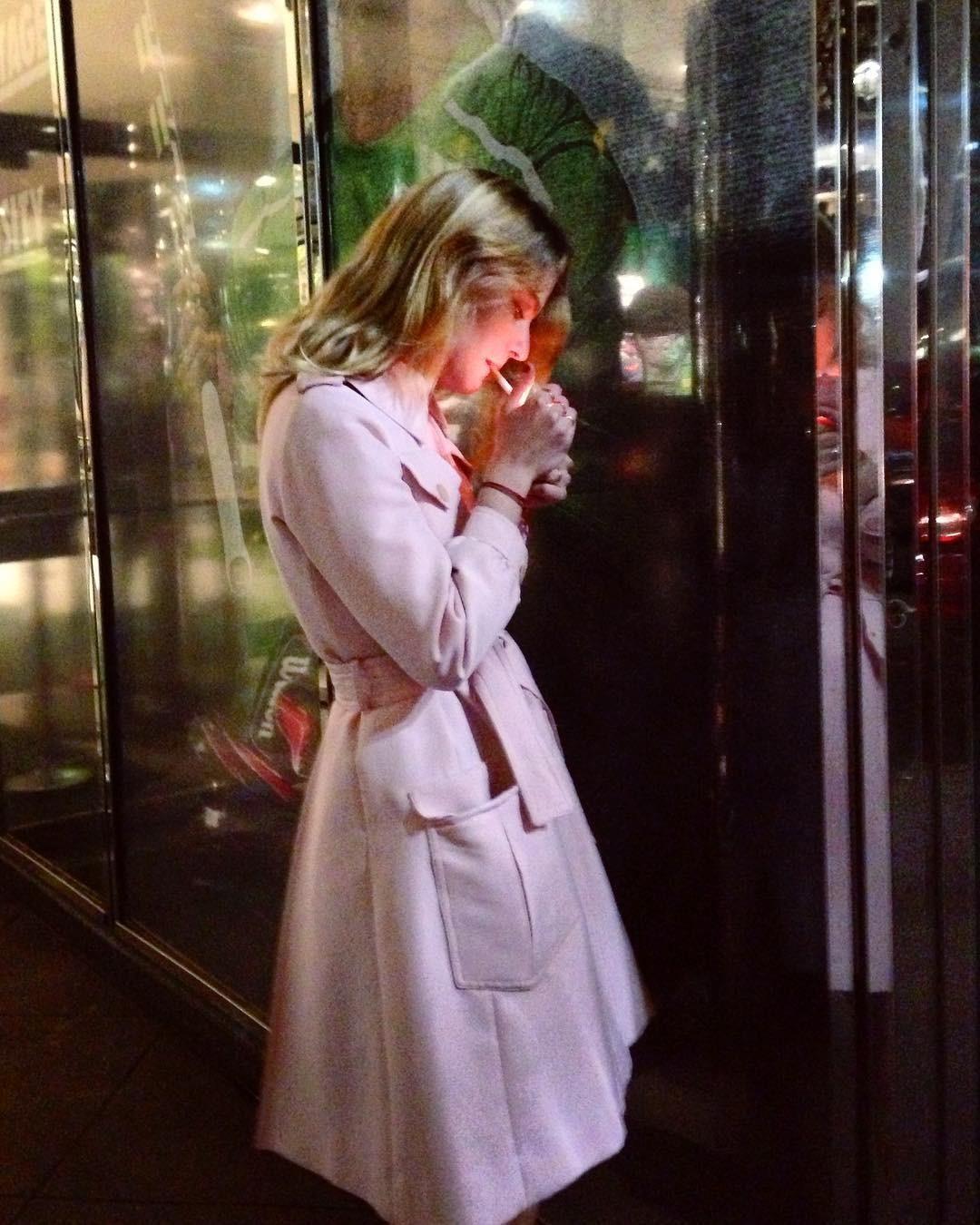 «Девушка с сигаретой». Автор Дэниел Арнольд