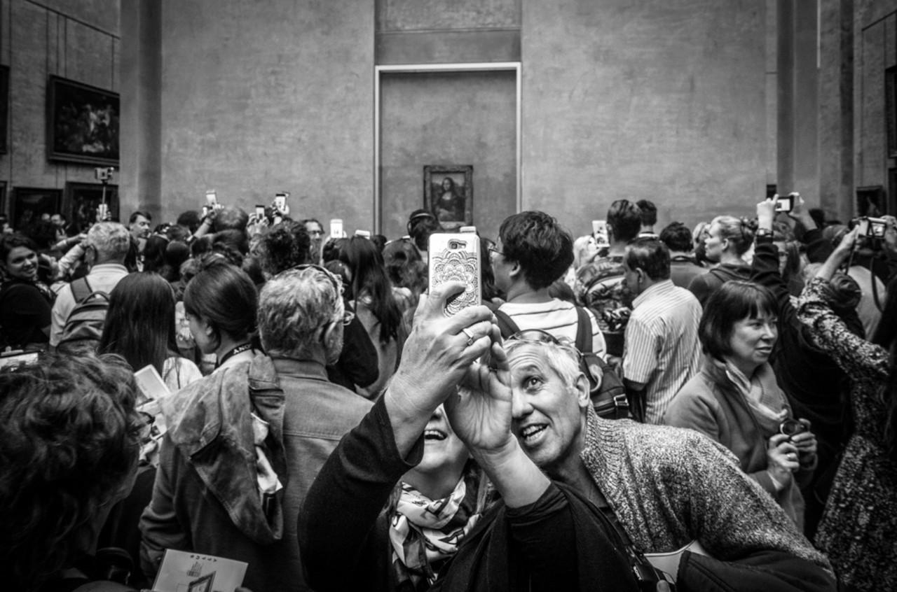 Поощрительная премия в категории «Люди» среди профессионалов, 2020. Посетители музея в Париже. Автор Патрик Трегенца