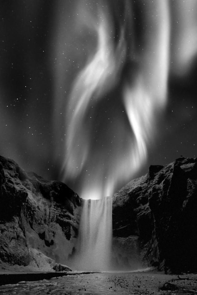 Поощрительная премия в категории «Природа» среди профессионалов, 2020. «Арктическая ночь». Южная Исландия. Автор Ромен Торней