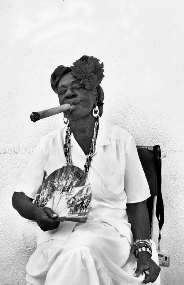 2 место в категории «Люди» среди профессионалов 2019. Дама с сигарой. Гавана, Куба. Автор Х. Аллен Беновиц