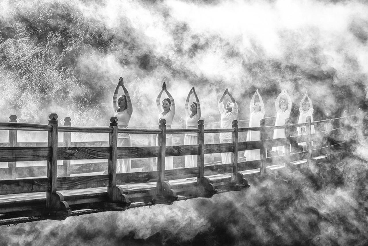 Поощрительная премия в категории «Люди» среди любителей 2019. Утренняя зарядка на мосту. Автор Ахмед Мохамед Хасан