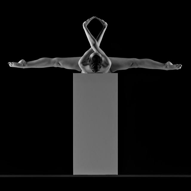 Поощрительная премия в категории «Обнажённая натура» среди любителей 2019. «Полёт на кубе». Автор Мартин Цурмуле