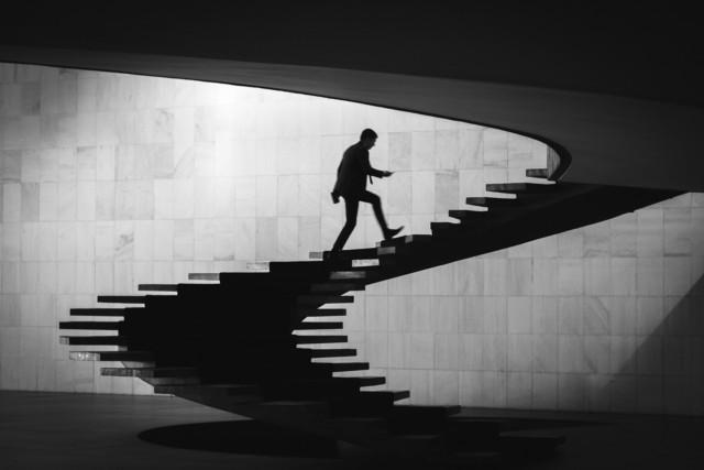 Поощрительная премия в категории «Силуэт» среди любителей 2019. «Лестница». Автор Антонио Салаверри