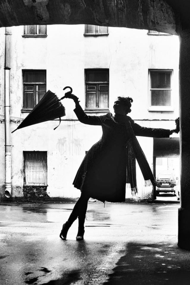 Поощрительная премия в категории «Силуэт» среди любителей 2019. «Силуэт с зонтиком». Автор Николай Смоляк