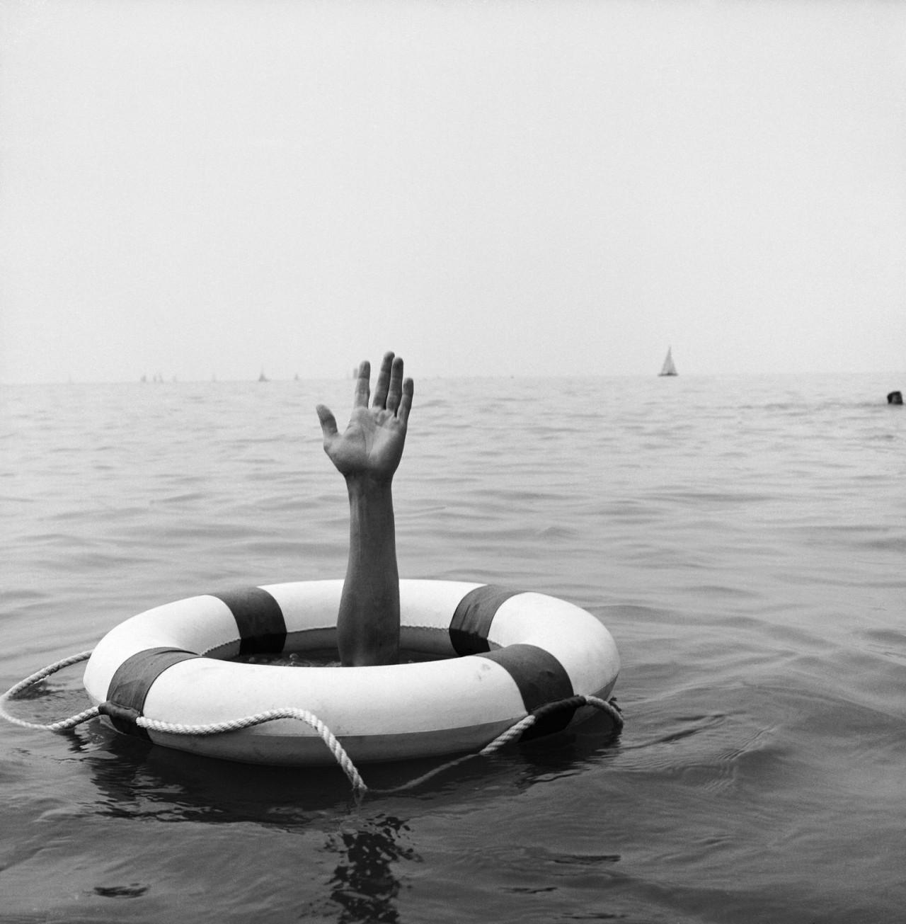Спасательный круг. Автор Рене Мальтет
