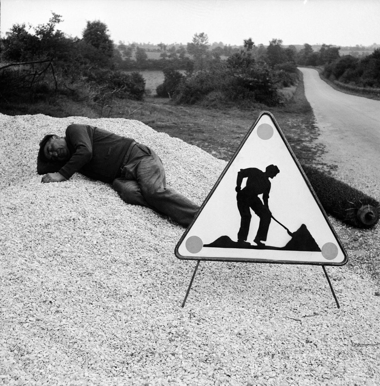Внимание, идут строительные работы. Автор Рене Мальтет