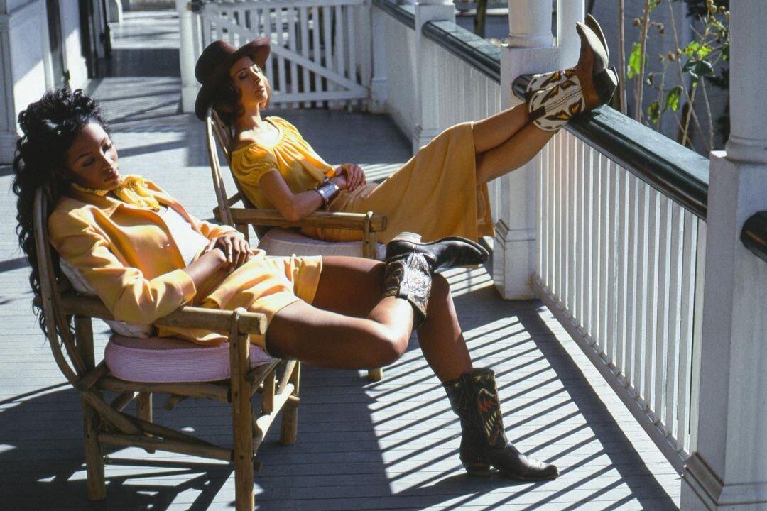 Наоми Кэмпбелл и Кристи Тарлингтон. Vogue, 1992. Автор Артур Элгорт