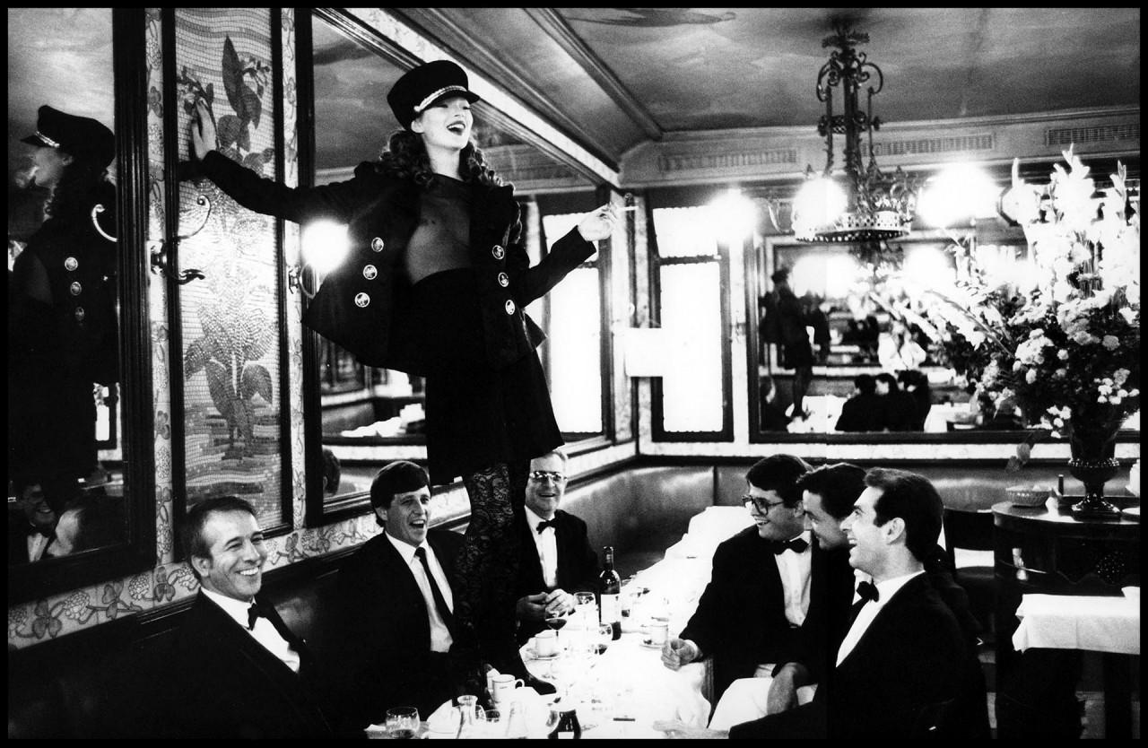 Кейт Мосс, кафе Липп, Париж, 1993. Автор Артур Элгорт