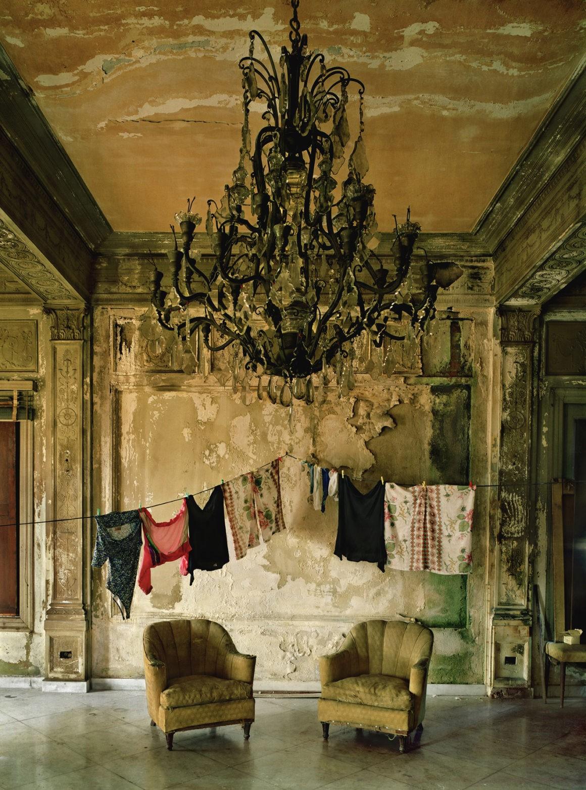 Два стула, Гавана, 2000. Фотограф Майкл Истман