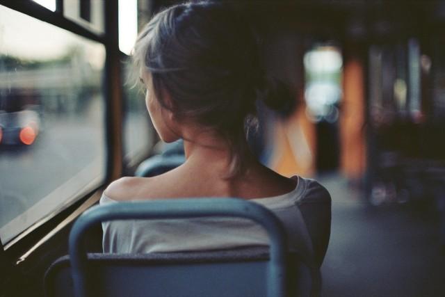 «Девушка в автобусе». Фотограф charmed quark