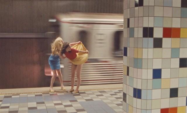В метро. Фотограф Джимми Марбл