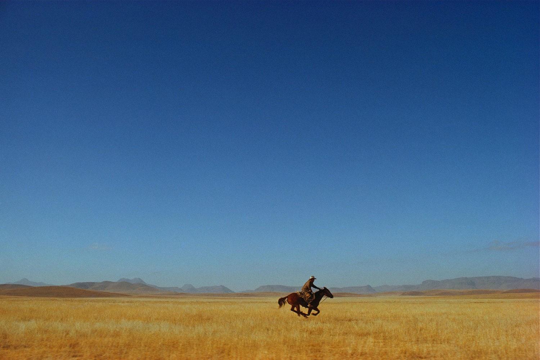Одинокий всадник, Техас, 1974. Фотограф Уильям Альберт Аллард