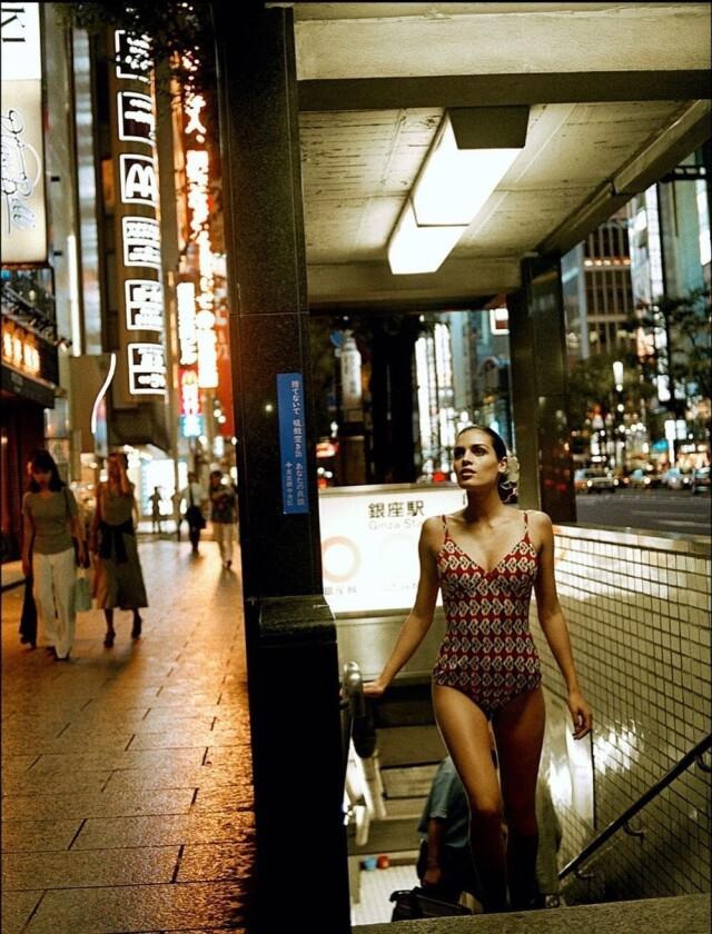 Модель Кассия Авила в Токио для Vogue, 1996. Фотограф Боб Вулфенсон