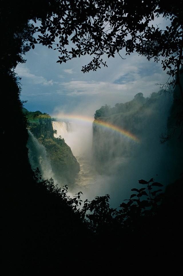 Радуга над водопадом Виктория в Зимбабве. Фотограф Фолькмар Курт Венцель
