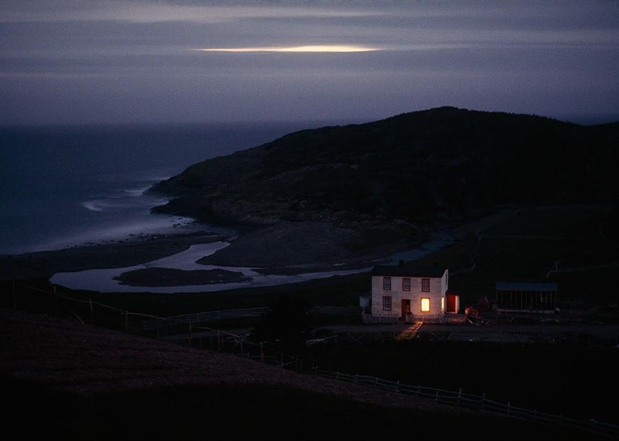 Одинокий рыбацкий дом сторожит бухту в Ньюфаундленде, Канада, 1974. Фотограф Сэм Абель