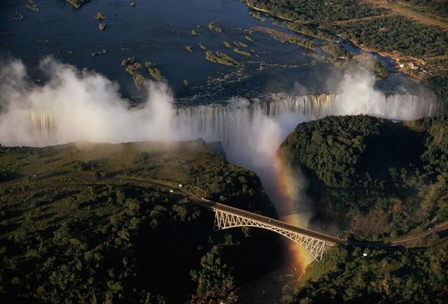 Водопад Виктория, Замбия, Африка. Фотограф Уолтер Мейерс Эдвардс