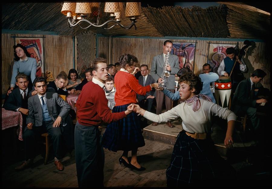 Танцы под джаз-бэнд в студенческом центре в Вене, 1959. Фотограф Фолькмар К. Венцтель