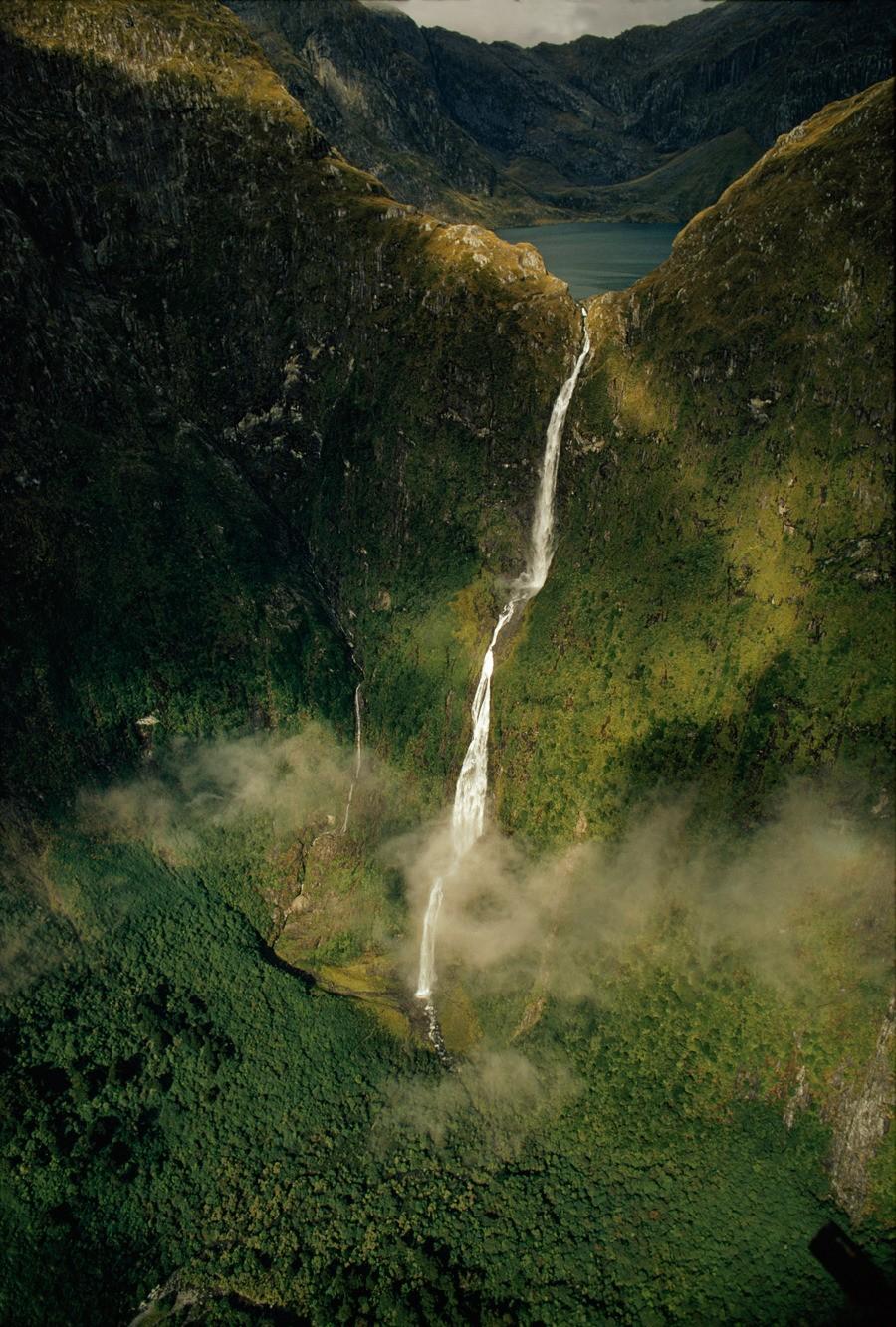 Водопад Сазерленд высотой 580 метров в Новой Зеландии, 1972. Фотограф Джеймс Л. Эймос