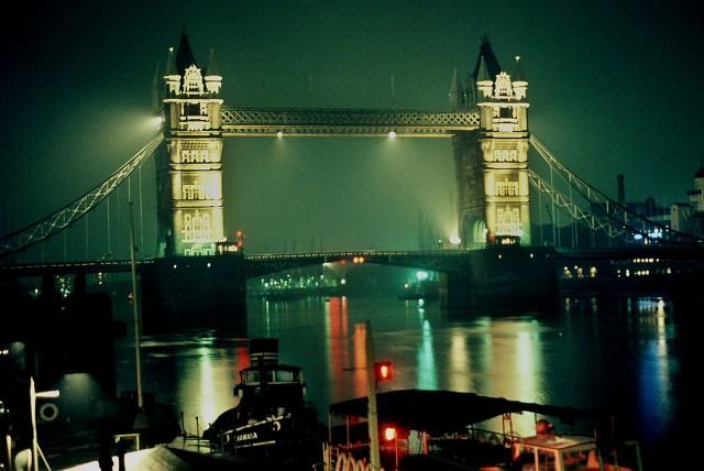 Тауэрский мост, Лондон, конец 1960-х. Фотограф Арби Рид