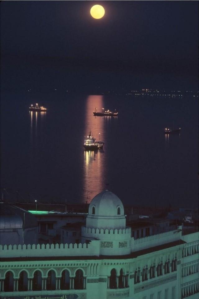 Полнолуние, Алжир, 1982. Фотограф А. Аббас