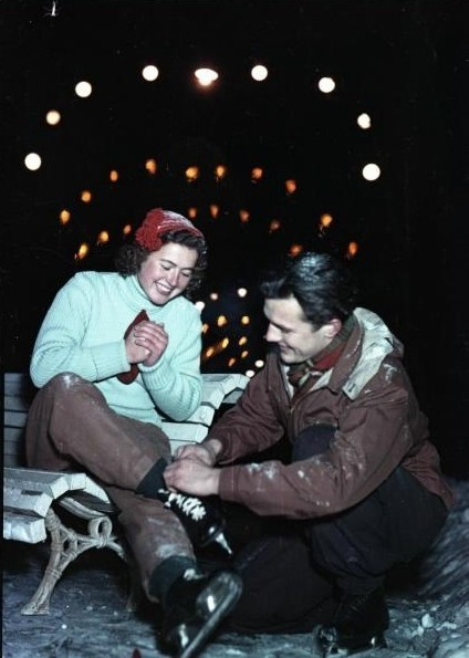«На катке», 1950-е. Фотограф Всеволод Тарасевич
