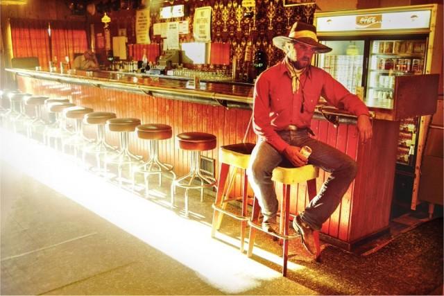 Стэн Кендалл в баре «Шахтёрский клуб», Маунтин-Сити, штат Невада, 1979. Фотограф Уильям Альберт Аллард