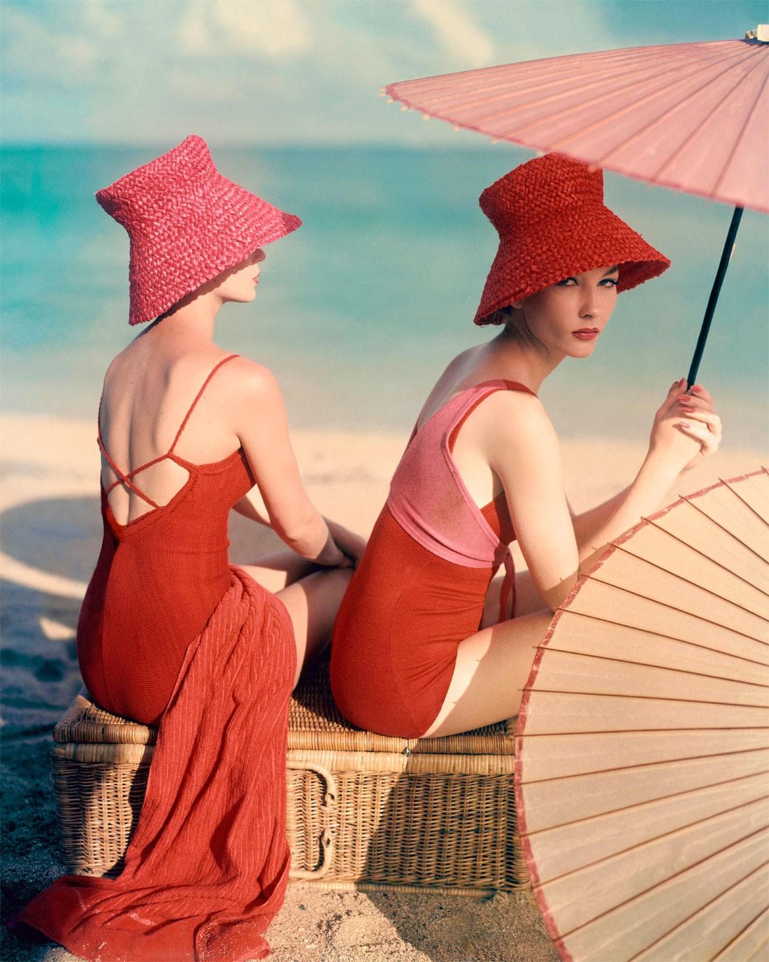 Модели в красных купальниках, Vogue 1963. Фотограф Луиза Даль-Вульф