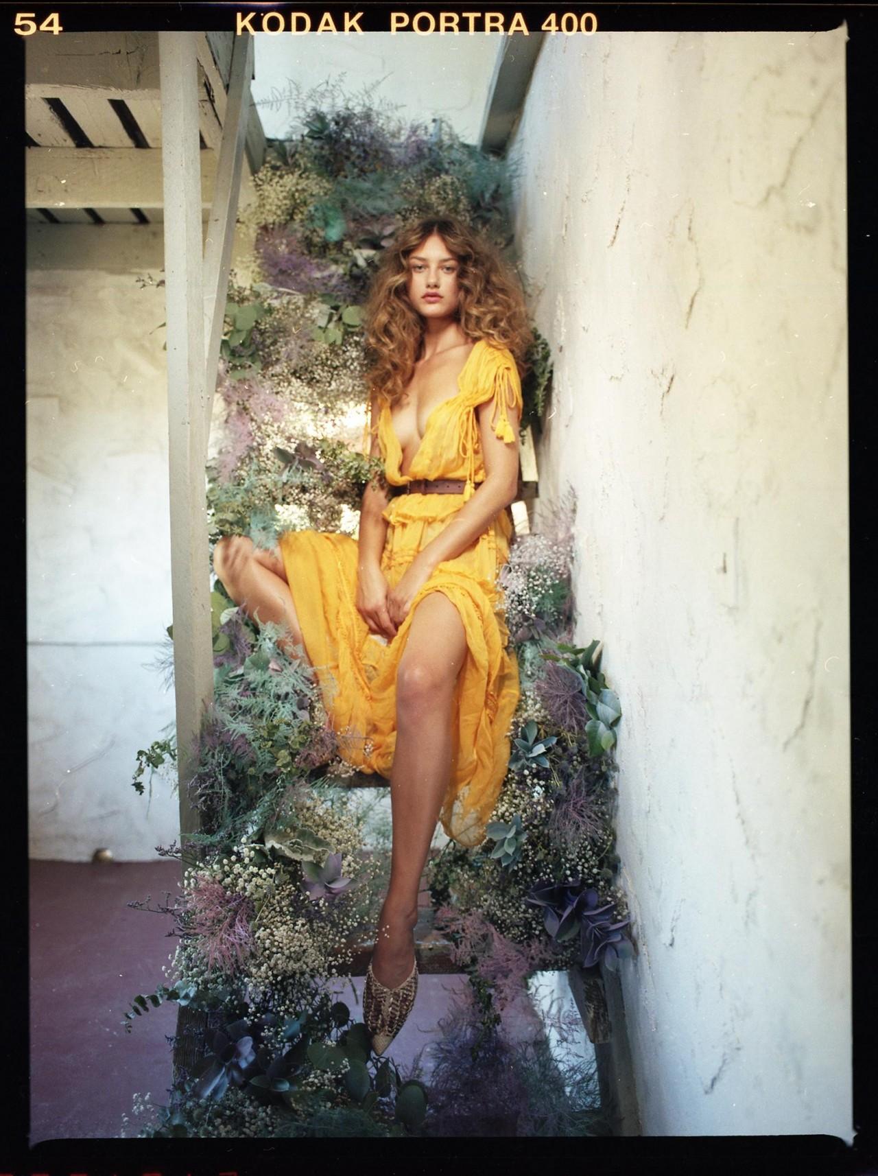 Девушка в жёлтом. (Модель Maëlys Garouis). Фотограф Дункан Ченг