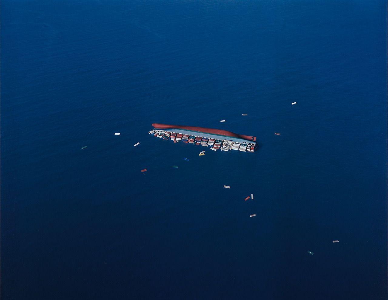 Опрокинутое судно, 2002. Фотограф Флориан Майер-Айхен