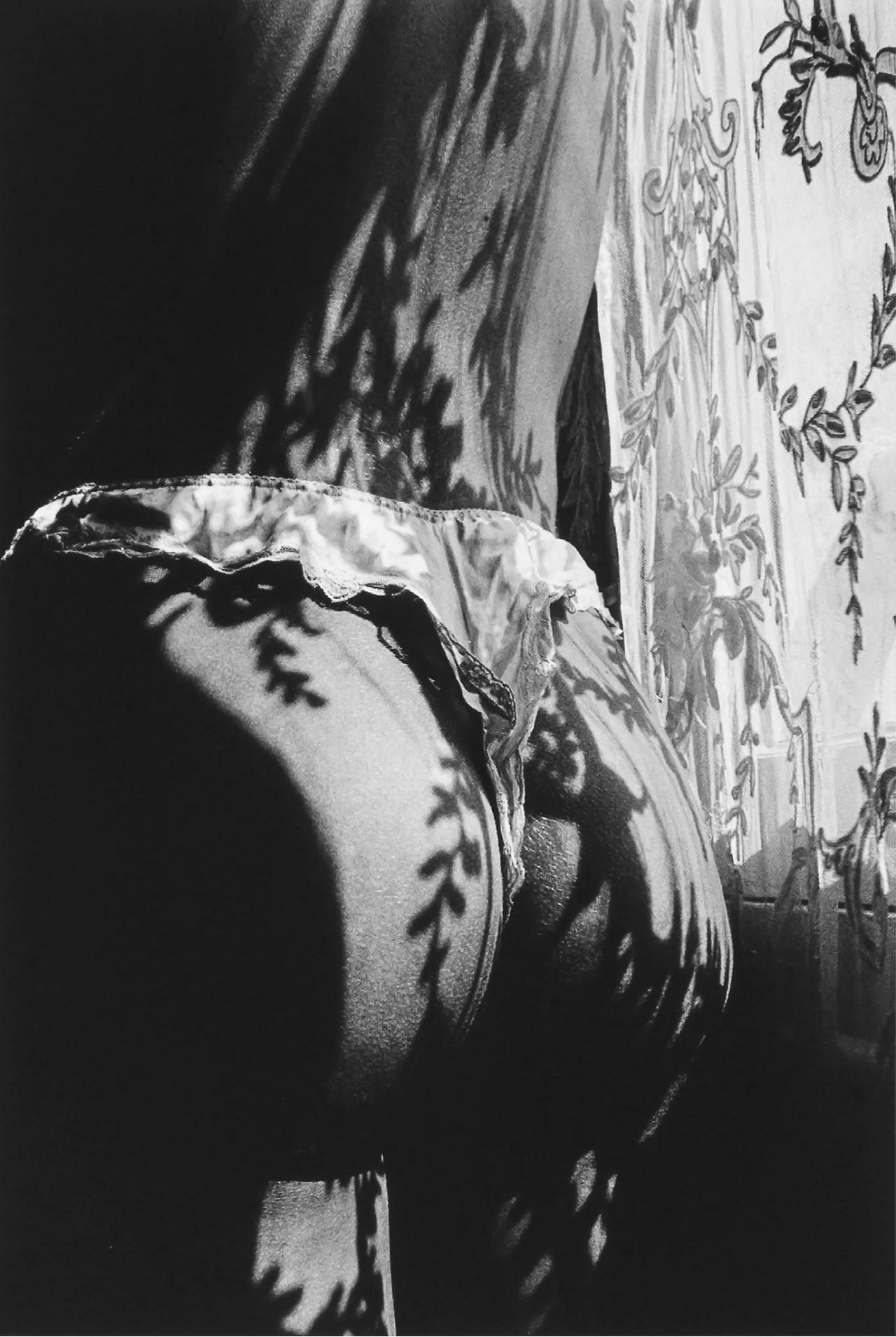 В свете солнца, Париж, 1989. Фотограф Жанлу Сьефф
