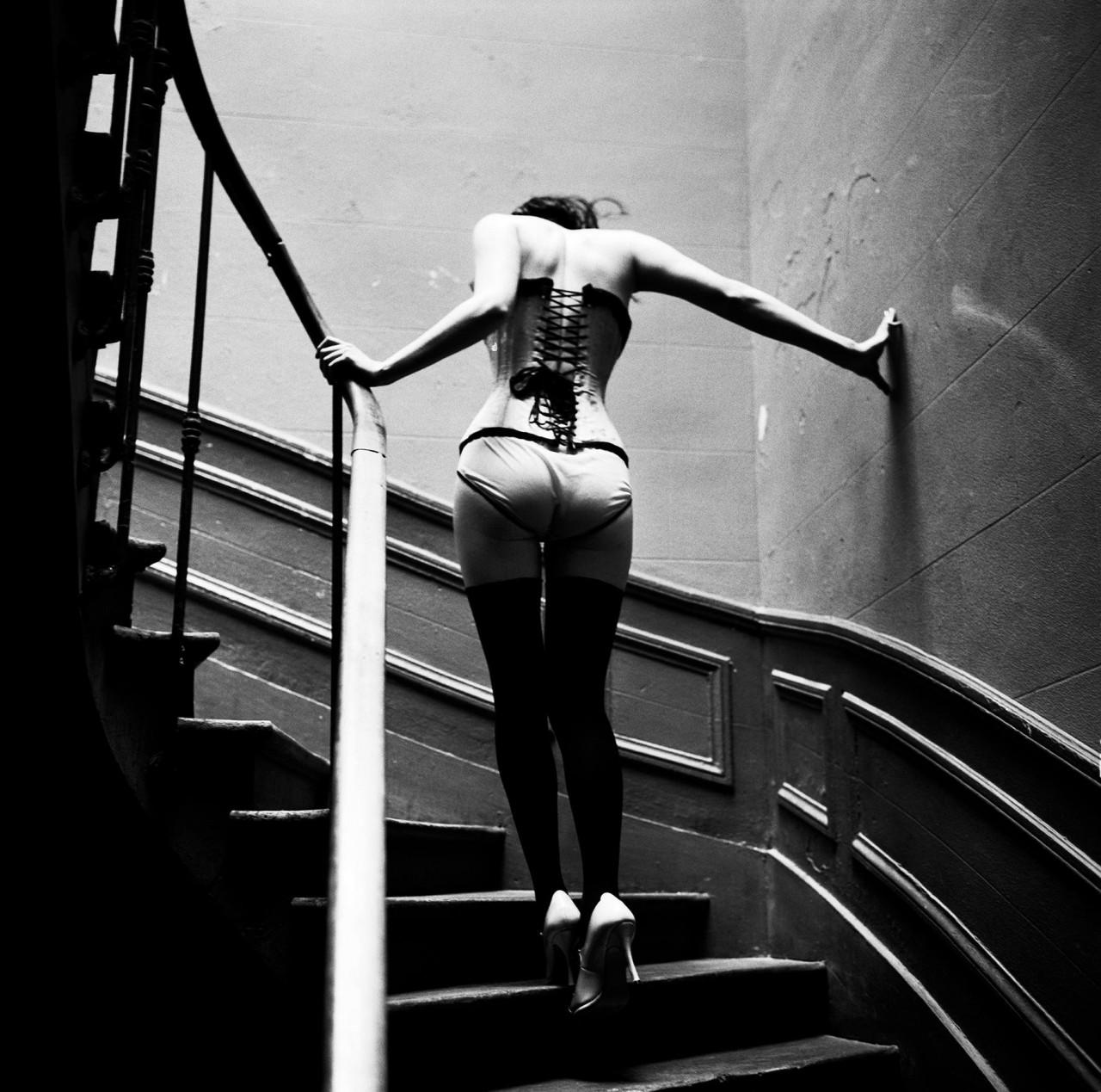 Подъём по лестнице, Париж, 2003. Фотограф Эллен фон Унверт