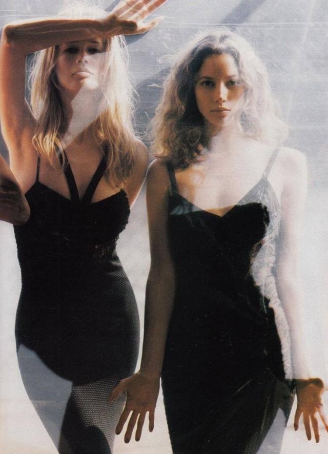 Клаудия Шиффер и Кристи Тарлингтон, 1993. Фотограф Стивен Майзель