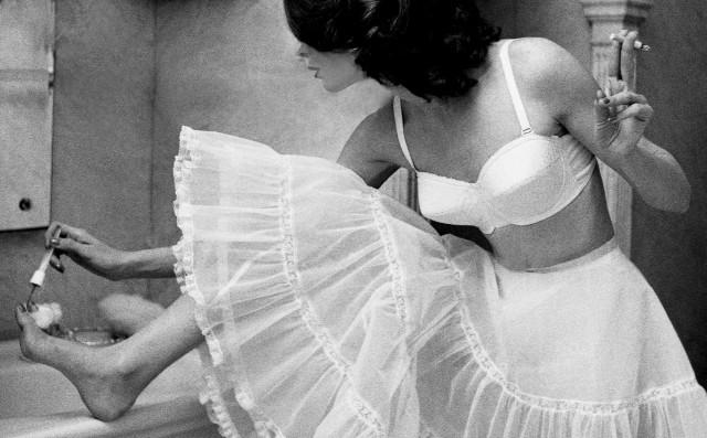 Модель в белом, 1956. Фотограф Лилиан Бассман