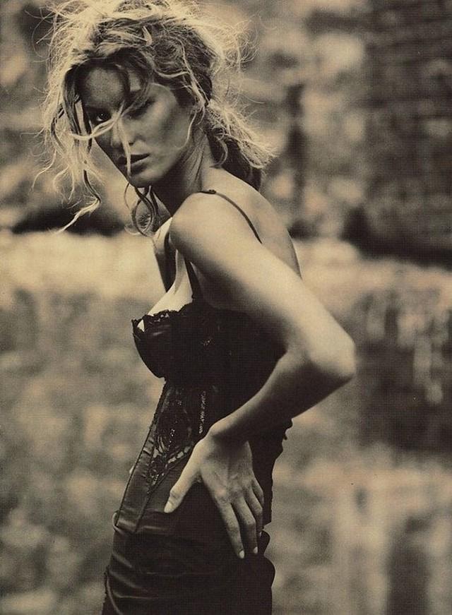Жизель Бюндхен для журнала Vogue Italy, 2010. Фотограф Паоло Роверси