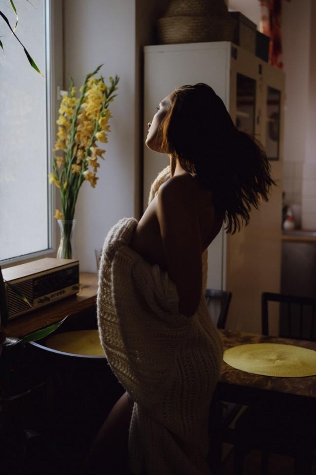 Жёлтые цветы, Кинга Черостовская. Фотограф Марцин Кристиняк
